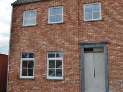 Kwaliteitsvolle nieuwe woning te Meerhout-Centrum. Rustige ligging, op wandelafstand van de markt.  Perceelopp. 317m². Deze volledig afgewerkte