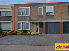 Goed onderhouden en complete woning met 4 slaapkamers , tuin en garage. Gelegen in een gezellige buurt nabij het centrum van Olen. De lokale basissch
