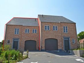 Zeer ruime, nieuwe halfopen woning te Meerhout.<br /> Volledig afgewerkt en instapklaar, tuin aangeplant en ingezaaid.<br /> Halfopen bebouwing - land