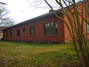 Woning gelegen in een zeer rustige en groene omgeving.<br /> <br /> De woning is ingedeeld als een meergezinswoning met 2 keukens, 2 livings en 4slaap
