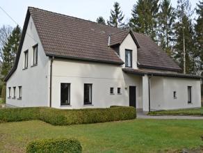 Dit tijdloze, goed onderhouden landhuis-villa op 1ha 40ca is bijzonder rustig gelegen, op een landelijke locatie te Meerhout (Zittaart) en heeft aanpa