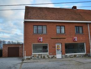 Zeer ruime woning met een handelsruimte - café (+/- 70 m² + keuken)), zeer rustig en landelijk gelegen te Meerhout-Zittaart.<br /> Gunstig