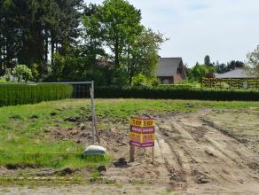 Perceel bouwgrond voor een open bebouwing - LOT 1 op het verkavelingsplan.<br /> Rustige en gunstige ligging nabij een groene omgeving.<br /> Zuidoost