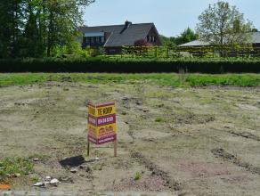 Perceel bouwgrond voor een open bebouwing - LOT 2 op het verkavelingsplan.<br /> Rustige en gunstige ligging nabij een groene omgeving.<br /> Zuidoost