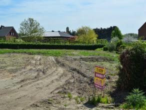 Perceel bouwgrond voor een open bebouwing - LOT 3 op het verkavelingsplan.<br /> Rustige en gunstige ligging nabij een groene omgeving.<br /> Zuidoost