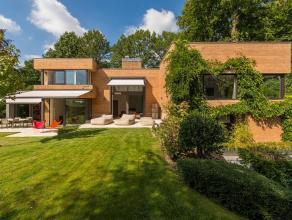 Dans le quartier du Prince d'Orange, villa contemporaine construite par l'architecte Baudouin Courtens en 1988 dans un style architectural harmonieux,