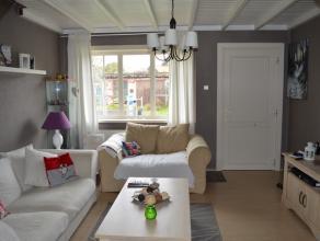 .Zeer rustig gelegen open bebouwing op een perceel van 447m². Indeling: woonkamer met eetplaats, nieuwe pellet kachel, keuken, badkamer met hoek