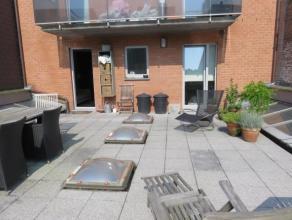 Zeer verzorgd appartement op de 1ste verdieping met een zuid gericht terras van 50 m² ! Gelegen op enkele stappen van de Grote Markt met alle fac