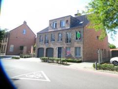 Prachtig instapklaar appartement in het centrum van Morkhoven. Het appartement omvat een zeer ruime leefruimte, een geÃÂnstalleerde keuke