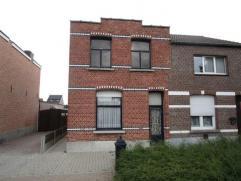 Te renoveren woning, gelegen in een verkeersluwe straat buiten het centrum van Berlaar. De half- open bebouwing heeft een oppervlakte van 302 mÂ