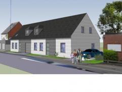 Twee woningen in half open bebouwing, rustig gelegen in het centrum van Berlaar vlakbij de winkels en openbaar vervoer. De woning heeft volgende indel