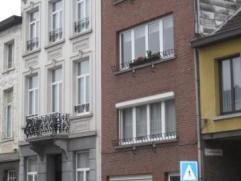 Ruim en licht appartement met garagebox en overdekt terras/veranda. Gelegen nabij het station van Lier op wandelafstand van het centrum. 2de verdiepin