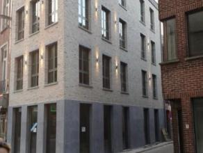 Gunstig gelegen nieuwbouwappartement (1ste verdieping) - hoekappartement waardoor het beschikt over extra veel lichtinval ! Van hieruit heeft men zich