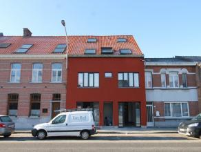 In dit vernieuwbouw project werden 2 appartementen ondergebracht in een gebouw met lift. <br /> Dit appartement bevindt zich op de 1e verdieping en is