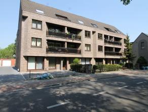 Tof appartement nabij het centrum van Schoten. <br /> Indeling: inkomhal, apart toilet, leefruimte met open keuken, wasplaats/berging, 2 slaapkamers,