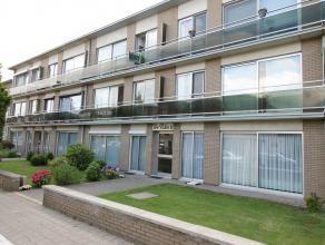 Gelegen in een rustige woonwijk nabij het centrum van Kapellen vindt u dit appartement op de 2e verdieping in een kleinschalig gebouw, bestaande uit;