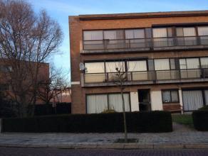 Instapklaar appartement op 1° verdieping van +/- 84 m² met 2 slaapkamers + kelder. Bestaande uit: Inkom, zuidgerichte living, volledige apart