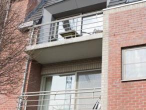 Dit appartement heeft twee slaapkamers (14 m² en 10m²), een open, ingerichte keuken met toestellen en een gezellige woonkamer 40 m². Ap