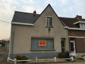 Deze HOB bevindt zich in een doodlopende straat net buiten het centrum van Kessel. De woning bestaat uit: inkomhal, woonkamer, keuken, eetkamer, badka