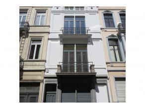 Dans le quartier Louise, non loin du Châtelain, très belle maison de maître (façade 6,5m) de +/- 400 m2 habitables joliment