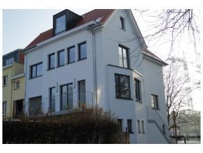 Très agréable et spacieuse maison de +/- 310 m², complètement rénovée avec soin et qualité dans le quar