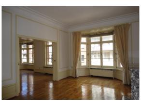 A deux pas de l'avenue Louise, de la Bascule et du Bois de la Cambre, superbe appartement de +/- 220 m² au 3ème étage d'un immeuble