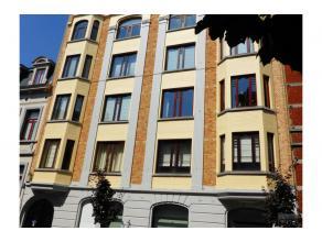 Proximité Parc Tenbosch, dans immeuble de caractère 1930, très bel appartement de +/- 150 m² situé au rez-de-chauss&e