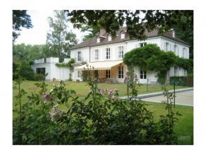 Très belle propriété avec 40 ares de jardin, 2 piscines dont 1 extérieure et 1 intérieure, belles réceptions