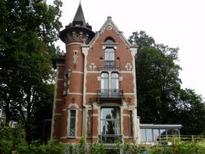 """A côté de la maison communale d'Uccle, joli """"petit château"""", année 1887, de +/- 250 m² entièrement remis &agrave"""