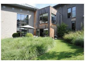 Au Prince d'Orange, très belle villa neuve de style CONTEMPORAIN, beau jardin de 15 ares, finitions de qualité, parquet partout, grand l