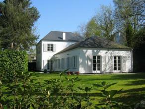 Dans le quartier Prince d'Orange, belle villa classique de 1986 d'inspiration américaine, sur un terrain de 14 ares orienté sud-ouest av