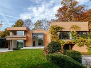 Très belle villa contemporaine 1987/1988 conçue par l'architecte Courtens. Entièrement rénovée en 2001. Terrain de