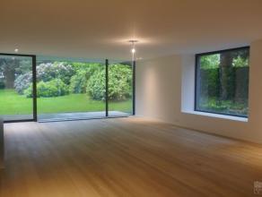 Magnifique appartement rez-de-chaussée de +/- 287 m² + terrasse 14 m², beau jardin de +/- 15 ares plein sud. Living, salon TV s'ouvra