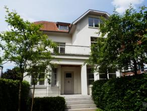 Très belle villa entièrement repeinte de +/- 280 m² habitables composée d'un grand living avec feu ouvert, salle-à-ma