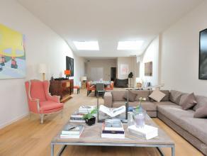 Proximité immédiate des Jardins du Roy, maison classique +/-380m² rénovée entièrement avec une grande original