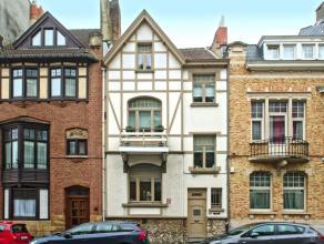 Située à proximité des transports, écoles et commerces, charmante maison à colombage de 210 m² ayant conserv&e