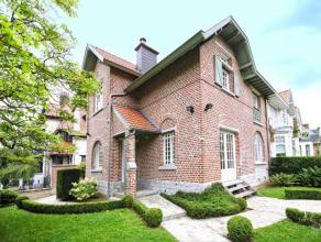 Dans un des quartiers les plus prisés de Uccle, à l'angle de l'avenue Beau Séjour, ravissante maison de charme 1920, 3 faç