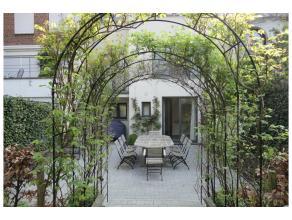 Quartier Molière, ravissante maison de +/- 400 m² rénovée style contemporain, très joli jardin avec terrasse SE. Salo