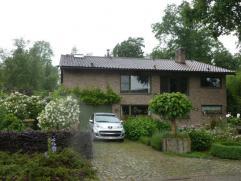 Uitzonderlijke villa op toplokatie De Bist-Kloosterheide (bij Lier) grenzend aan een natuurpark bestaande uit inkom met vestiaire en WC, ruime living