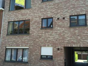 Centraal gelegen appartement met terras en garage Ruim, instapklaar appartement van 100m² met ingerichte keuken en badkamer, 2 slaapkamers, CV op