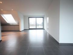 Gezellig nieuwbouw dakappartement met 2 slaapkamers, terras met verharde tuin, garage en kelder