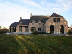Exclusieve nieuwbouwvilla, gesitueerd in een oase van rust op de grens Putte/Heist-op-den-Berg (Schriek).  Absolute pluspunten = * Binnenafwerking
