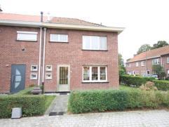 Ruime gezinswoning op een A-locatie te Mechelen.  Indeling: Kelder Gelijkvloers: inkomhal, living, keuken, wasruimte/berging, toilet. Verdieping:
