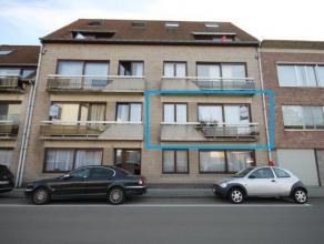 Appartement op eerste verdieping met 2 slaapkamers te Mechelen.  Indeling: inkomhal, living, keuken met berging, nachthal, 2 slaapkamers, badkamer,