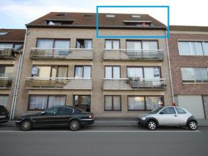 Prachtig duplex-appartement op derde en vierde verdieping met 2 slaapkamers te Mechelen.  Indeling: inkomhal, living, keuken met berging, vide/nach