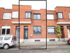 Fijne woning met een optimale ligging. Rustige straat en toch centraal gelegen tussen station Mechelen en het Vrijbroekpark.  Gelijkvloers: inkomhal