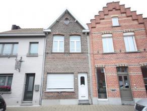 Charmante, te moderniseren woning met 2 slaapkamers te Kessel.  Indeling: Gelijkvloers: woonkamer - keuken - badkamer - wasplaats - veranda. Verdi