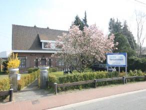 Te moderniseren woning met 4 slaapkamers te Mechelen - Muizen.  De woning omvat inkomhal, leefruimte, keuken, 4 slaapkamers, 2 badkamers, nachthal e