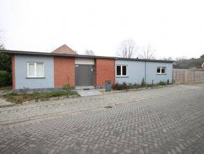 Charmante laagbouwwoning met 3 slaapkamers in centrum Grasheide.  De woning geschikt over een inkomhal - woonkamer - open keuken - veranda - 3 slaap