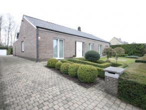 Laagbouwvilla in een mooie villawijk met gezellig aangelegde tuin.   Het dak werd vernieuwd in 2000. De badkamer, keuken en toilet zijn vernieuwd in